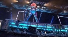 David Guetta ft. Nicki Minaj - Turn Me On and Super Bass Live At AMA 2011