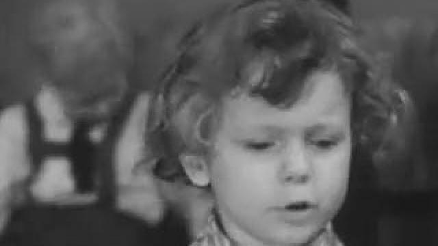 Мальчик читает стих роберта рождественского
