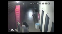 [CCTV] Thief breaks into shopping mall and tries to have sex with mannequin